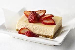 Gâteau au fromage à la mode de New York garni de crème sure  recette