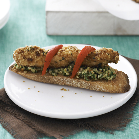 Brochettes de poulet en croûte sur rôties garnies de tartinade d'olive RITZ Recipe