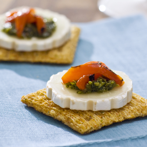 TRISCUIT Goat Cheese & Pesto Bites Recipe