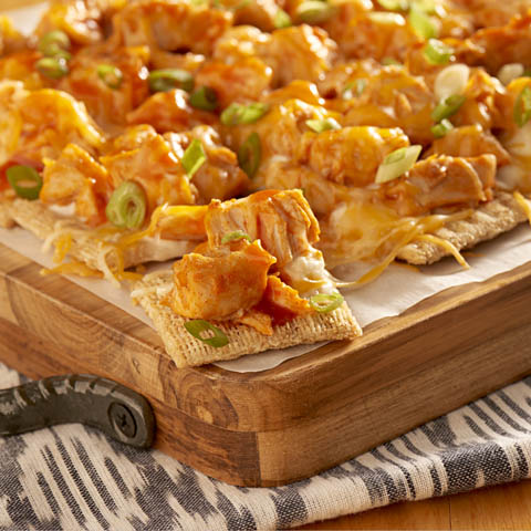 "Buffalo Chicken Pull-Apart TRISCUIT ""Pizza"" Recipe"