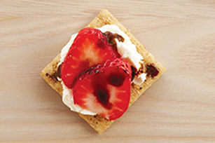 Balstrawcheescuit (balsamic+strawberries+cream cheese) Recipe