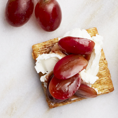 Gragosalmicscuit (grapes+goat cheese+balsamic) Recipe