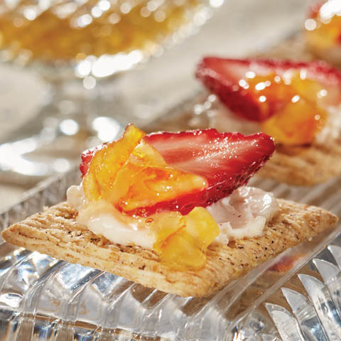 """TRISCUIT Cracked Pepper """"Cheesecake"""" Topper Recipe"""