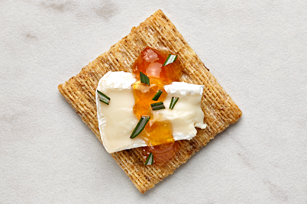 TRISCUIT Herbed Brie Bites Recipe