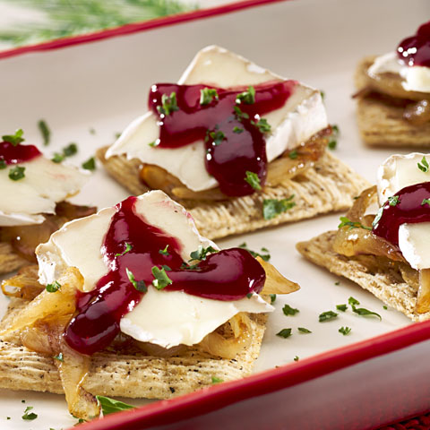 TRISCUIT Caramelized Onion, Brie & Raspberry Recipe