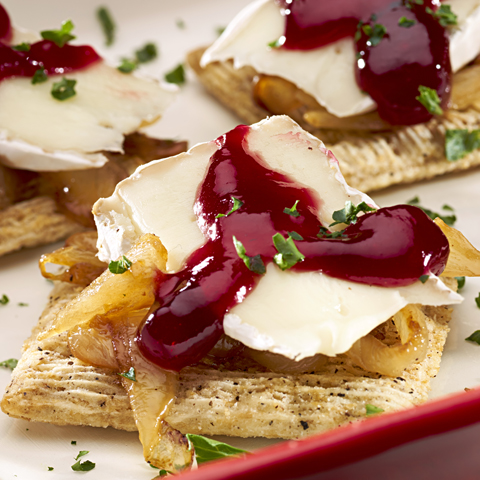 Carbrieraspscuit (caramelized onion+brie+raspberry) Recipe