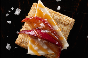 "One-Bite Apple ""Pie"" with Cheese Recipe"
