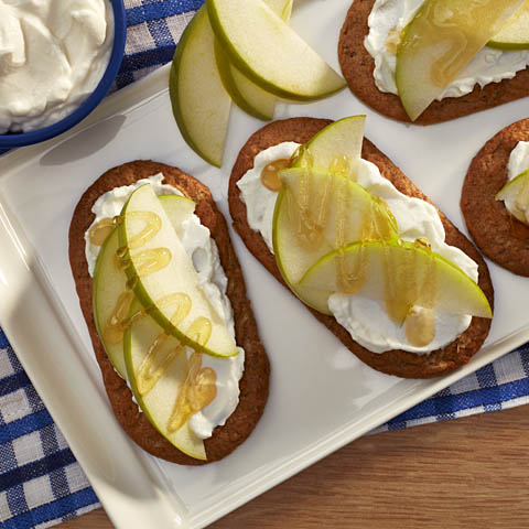 Apple 'n Yogurt belVita Breakfast Topper Recipe