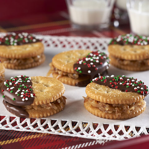 Sandwiches au caramel et à la noix de coco enrobés de chocolat RITZ  recette