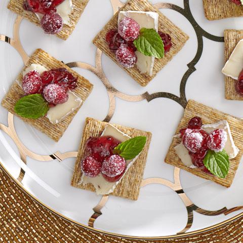 Garniture au Camembert et aux canneberges des Fêtes TRISCUIT Recipe