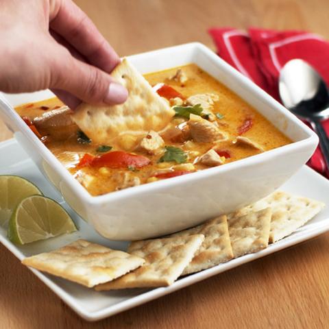 Soupe au poulet et au lait de coco thaïlandaise accompagnée de craquelins PREMIUM PLUS  Recipe