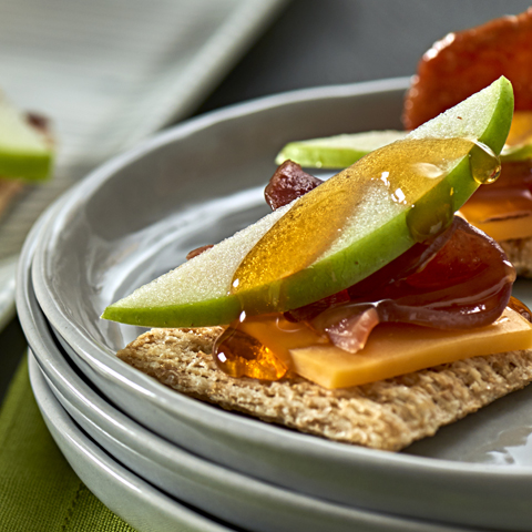 """TRISCUIT Apple, Bacon & Cheddar """"Tarts"""" Recipe"""
