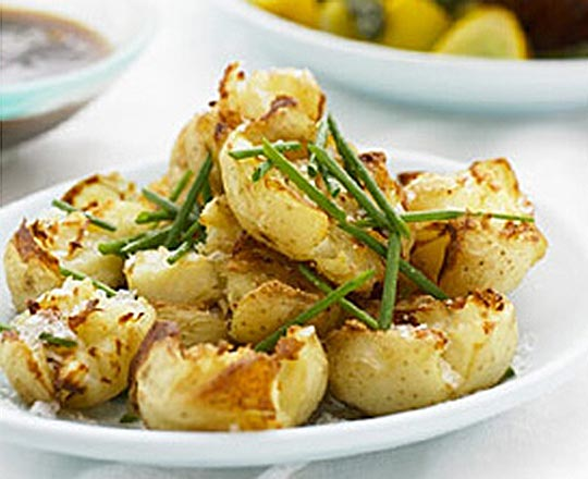 Crispy Smashed Garlic and Parmesan Potatoes - Everyday Delicious ...