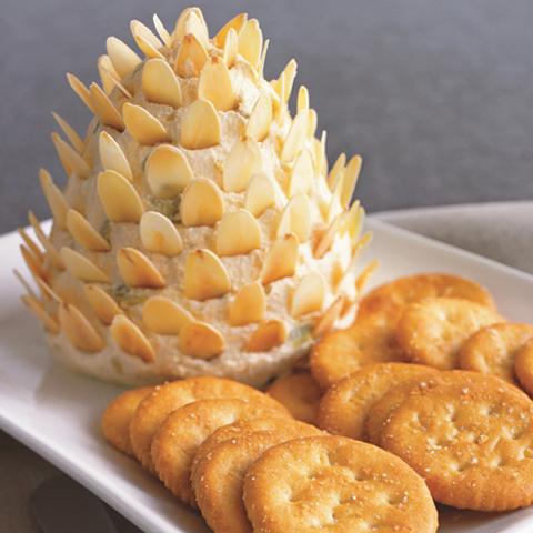 RITZ avec tartinade de fromage en forme de cône de pin recette