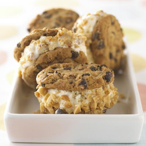 Sandwichs faciles à la crème glacée CHIPS AHOY! Recipe