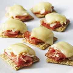 TRISCUIT Reuben Cracker Topper Recipe