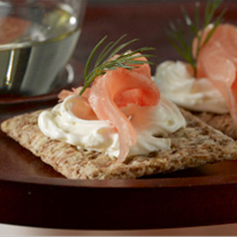 Classic Smoked Salmon & Dill Appetizers Recipe