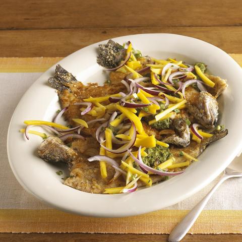 Truite poêlée RITZ avec sauce chimichurri et salade de mangue Recipe