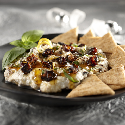 TRISCUIT Citrus-Ricotta Spread with Figs, Honey & Basil
