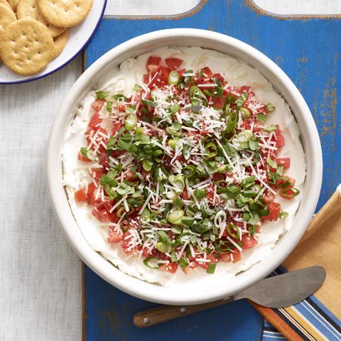 RITZ avec trempette étagée aux tomates et au basilic Recipe