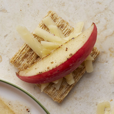 TRISCUIT Apple-Cheddar Toppers Recipe