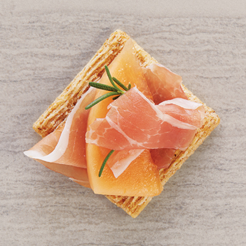 TRISCUIT avec garniture au melon et prosciutto Recipe