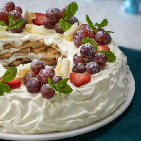 """No-Bake HONEY MAID Holiday Wreath """"Cake"""" Recipe"""